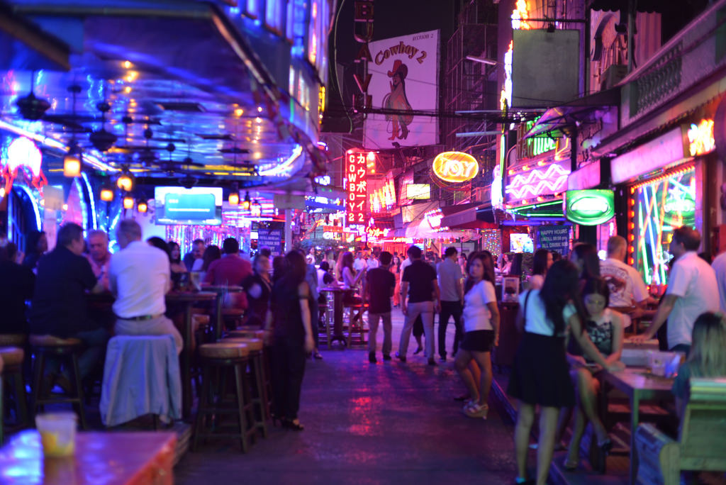 Spending an Evening in Nana Plaza (Soi 4)